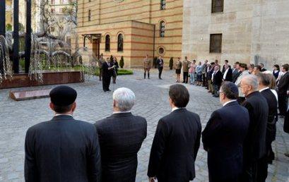 Köveket helyeztek el a Dohány utcai zsinagóga kertjében az áldozatok emlékére