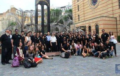 Brazil fiatalok látogattak el a Dohány zsinagógába