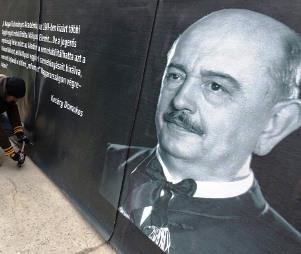 A meghiúsult szoborállítás után a Hóman Bálint Alapítvány nevét is betilthatják