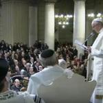 Ferenc pápa a római zsinagógában járt