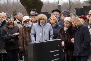 Felavatták Dr. Schweitzer József főrabbi síremlékét
