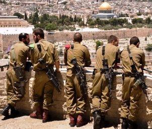 Izrael vasárnap éjfélig tartó zárlatot rendelt el