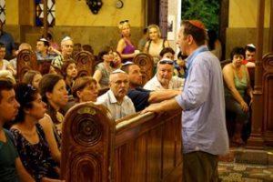 Éjszaka megtelt élettel a Dohány zsinagóga és környéke