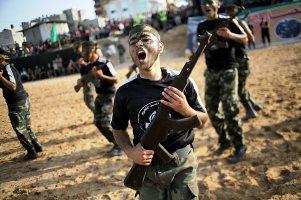 Ötvenezer gyerek vesz részt a Hamasz terrorista kiképző-táboraiban