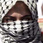 Késsel támadt izraeli katonákra egy palesztín nő (Videóval)