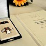 A Mazsihisz elnöke, és további kilenc kitüntetett visszaadja lovagkeresztjét Bayer miatt