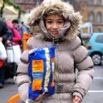Vasárnap ételosztás a rászorulóknak a Blaha Lujza téren