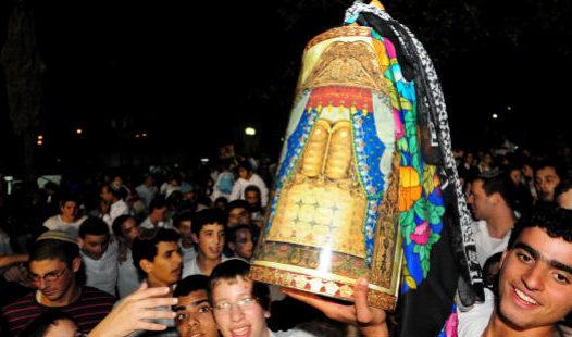 Az előttünk álló ünnepnapok: Hosana Rábá, Smini Aceret, Szimhát Tóra