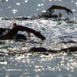 A Holt-tenger megmentéséért úszták át a világ legsósabb vízterületét