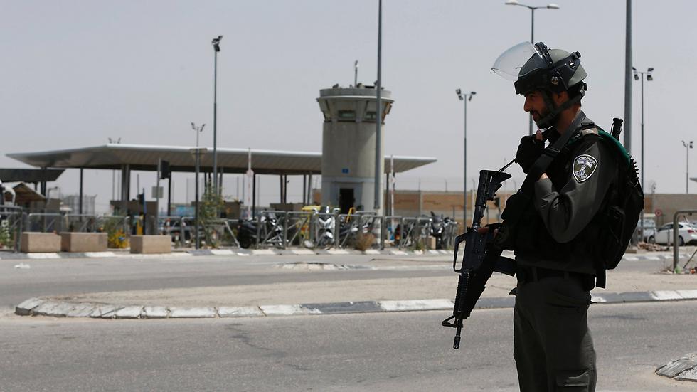 Palesztin késes támadót semlegesítettek a Kalandia határátkelőnél
