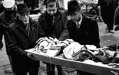 Eltemették a leégett zuglói zsinagóga megsérült tóráit