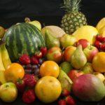 Ismét gyümölcsöt osztanak az időseknek és a rászorulóknak