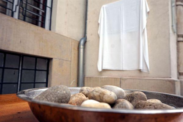 Emléktáblát avattak a Wallenberg Kertben az embermentő segítőinek tiszteletére