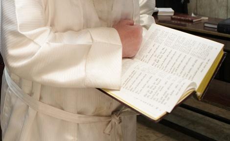 A fehér ruha viselete Jom Kippurkor