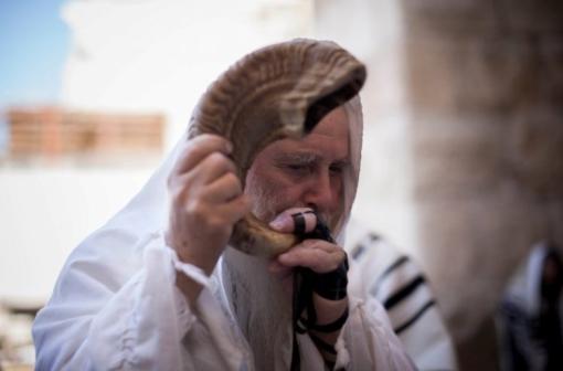 Új esztendő, ünneplés, megtérés, zsinagóga látogatás – közeledik Ros Hasana
