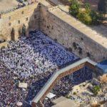Teljesen megtelt a Siratófal környéke a kohaniták áldása idején Szukkot ünnepén