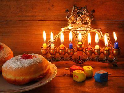 Nagyon boldog Hanukát kívánunk!
