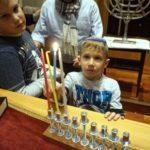 Fánk, jókedv, gyerekzsivaj a Páva zsinagóga hanukai buliján
