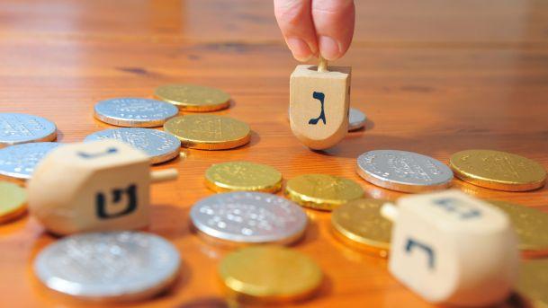 Minden amit a Hanuka tradicionális pörgetős játékáról tudni kell