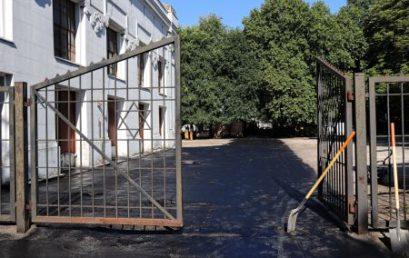 Felújították a Kozma utcai temetőbe vezető fő utat
