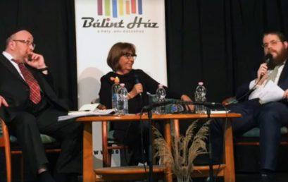 Megtelt a Bálint Ház Frölich Róbert és Köves Slomó főrabbik eszmecseréjére a Sorsok Háza kapcsán