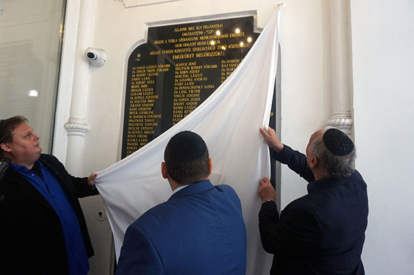Emléktáblát avattak a hitközség egykori dolgozóinak emlékére