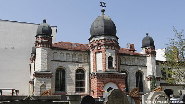 Be akartak hatolni a hallei zsinagógába Jom Kippurkor, két embert megöltek