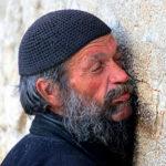 Izraeli főrabbi: mindenki kerülje a Szent Falnál való imádkozást!