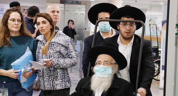 Mai naptól rendőrök tartatják be a maszkviselést Izraelben