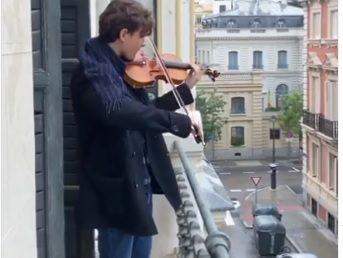 Egy lakás erkélyéről csendült fel a Hatikva a madridi karanténban (Videóval)