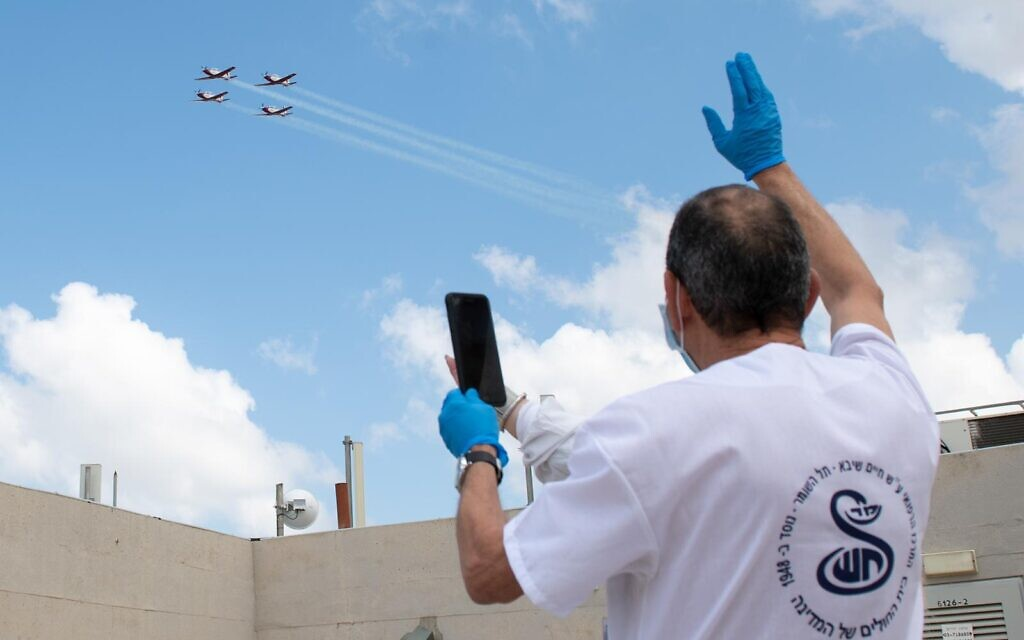 A légierő a kórházi dolgozók előtt tisztelgett Izraelben