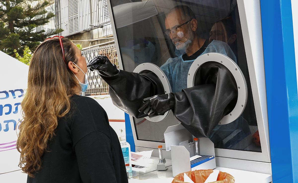 Koronavírus: az elkövetkező két hétben csökkenésre számítanak Izraelben