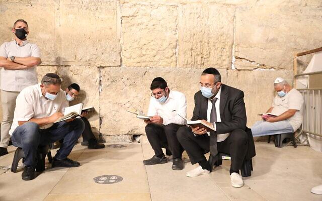 A Siratófalnál korlátozások mellett imádkoztak Tisa BöÁv este