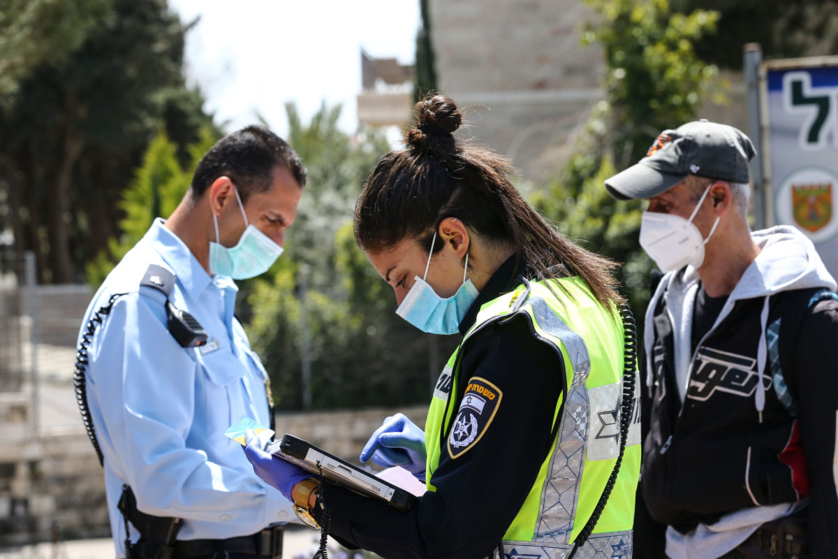 Három hétig tartó országos karantént jelentek be Izraelben
