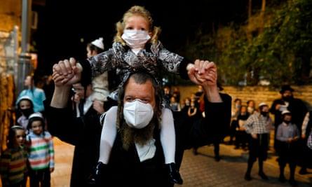 Az izraeli koronavírussal fertőzöttek negyven százaléka ultraortodox