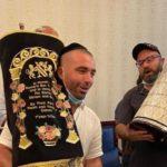 Dubajban ünnepelte Szimchát Tórát Izrael egyik legnagyobb sztárja