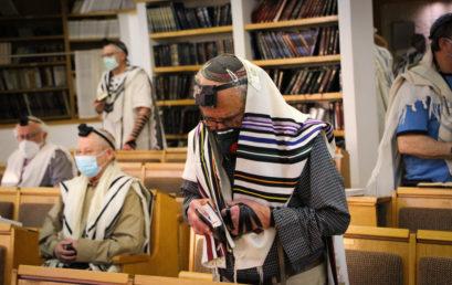 Mától szigorú szabályok mellett ismét kinyithatnak a zsinagógák Izraelben