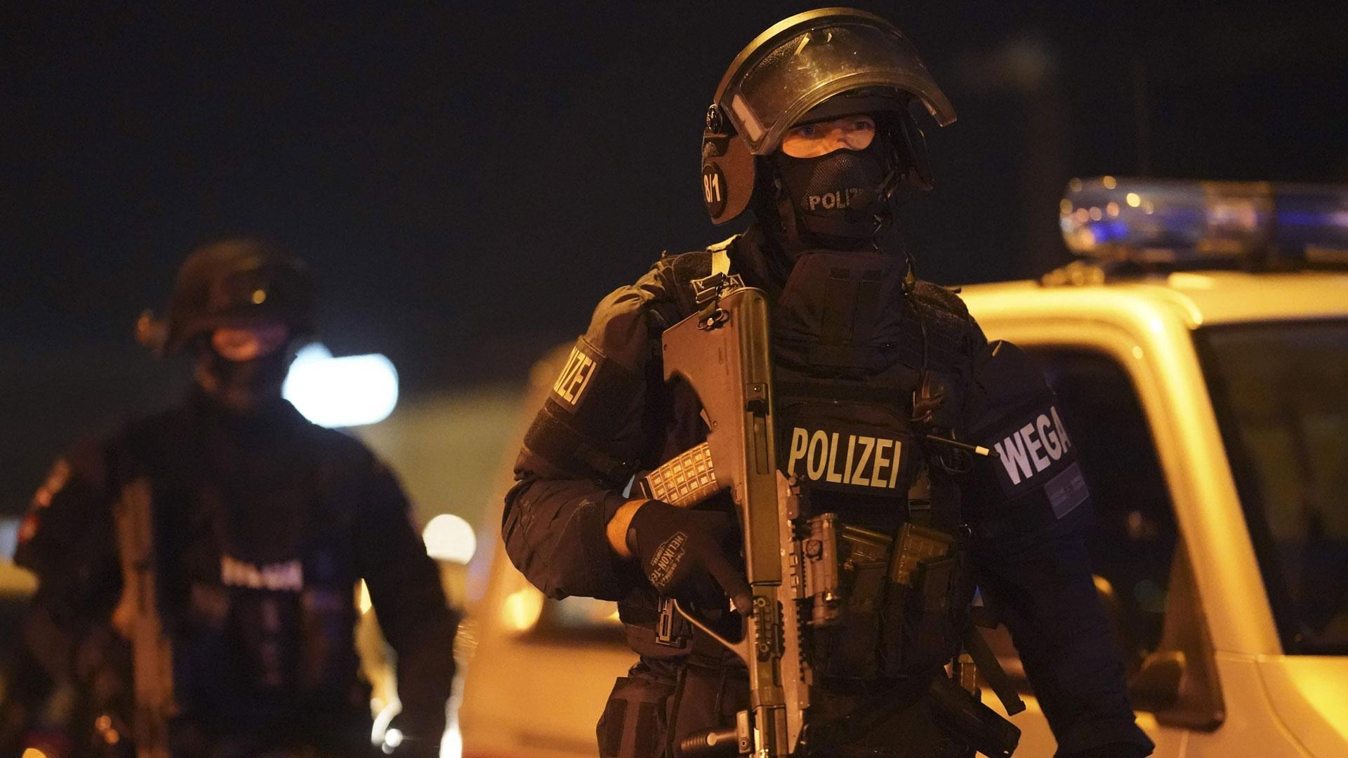 Őrizetbe vettek két gyanúsítottat a bécsi merénylet kapcsán