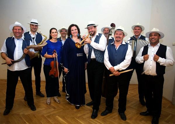 Online tartja ma este újévi koncertjét a Sabbathsong Klezmer Band