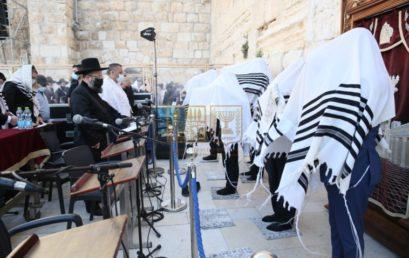 A tavalyinál többen mondhattak áldást Pészach félünnepén a Siratófalnál