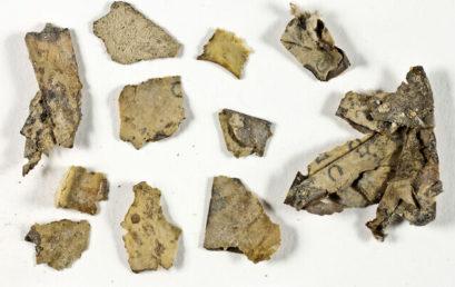 Holt-tengeri tekercs darabokra bukkantak a Júdeai-sivatagban