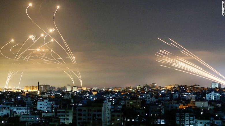 Gázai terroristák légibázisokat vettek célba