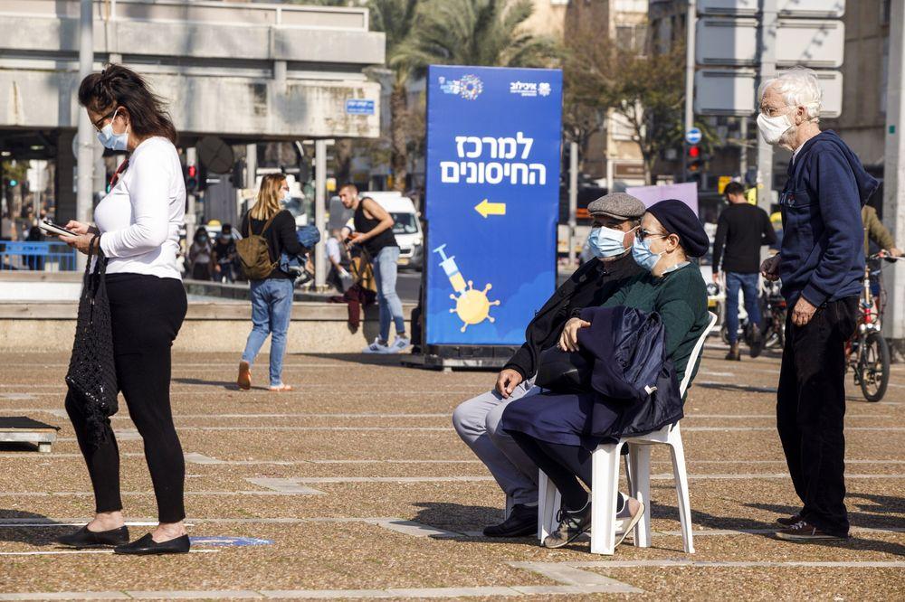 Izrael megpróbál együtt élni a vírussal
