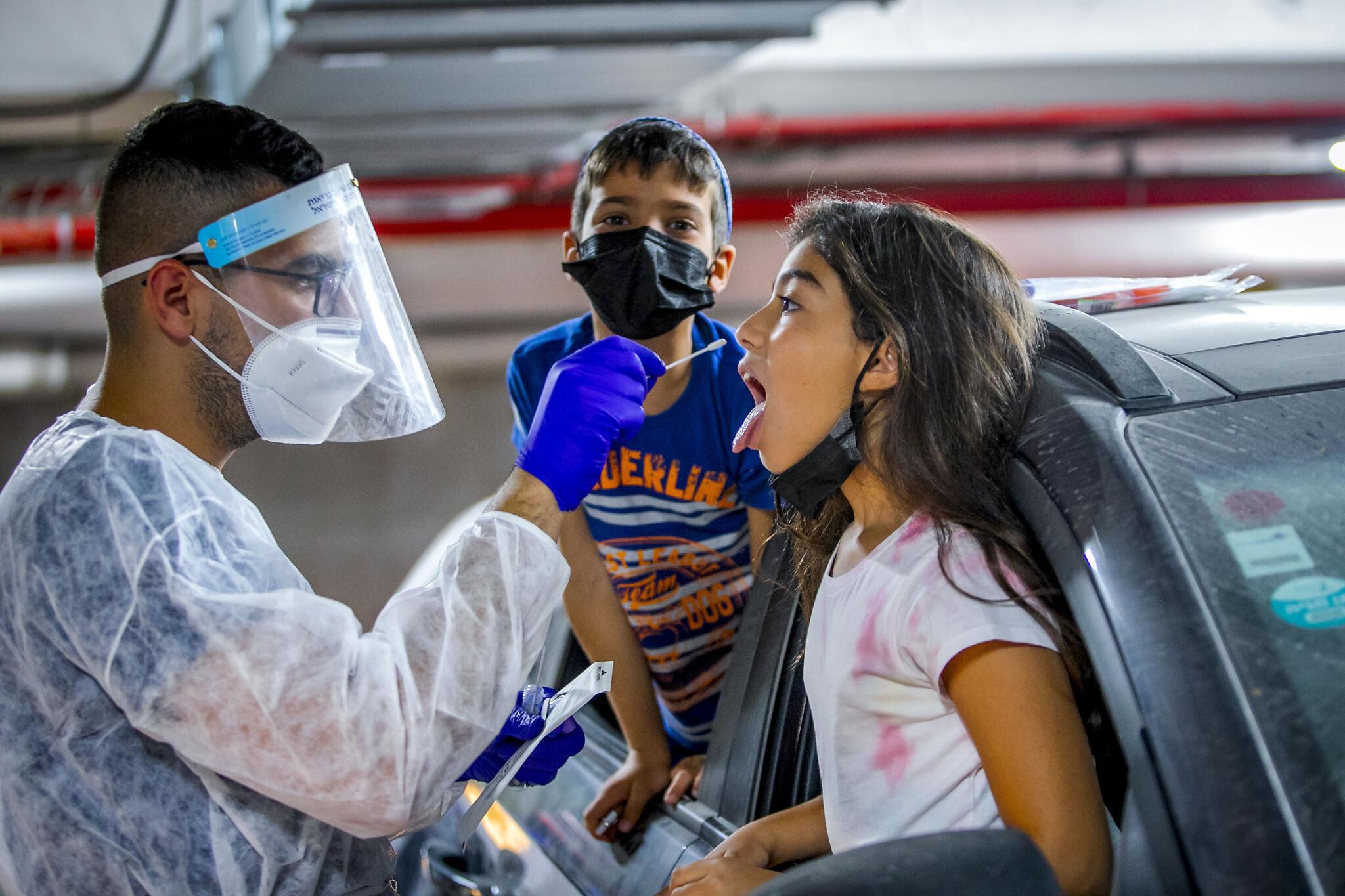 Izraelben tudják, hogy miként kerülhetik el a koronavírus ötödik hullámát
